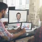 Online-Beratung von 2 Unternehmern mit Berater verbunden über Bildschirm